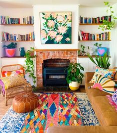 Colourful Living Room, Eclectic Living Room, Boho Living Room, Eclectic Decor, Funky Living Rooms, 70s Decor, Room Inspiration, Hippie House Decor, Consumerism