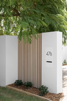 Modern Fence Design, Fence Wall Design, Diy Fence, Wood Fence Gates, Fence Ideas, Fences, House Gate Design, Front Fence, Facade House
