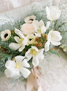 Open tulips: http://www.stylemepretty.com/2015/06/03/elegant-virginia-countryside-bridal-inspiration/ | Photography: Ginny Campos - http://www.giannycampos.com/