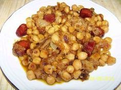 Tan ricos, fáciles y económicos como las patatas a lo pobre pero algo menos conocidos. No te pierdas esta receta de garbanzos a lo pobre y prepara un almuerzo... Nut Recipes, Chickpea Recipes, Bean Recipes, Mexican Food Recipes, Vegetarian Recipes, Cooking Recipes, Healthy Recipes, Spanish Dishes, Yummy Food