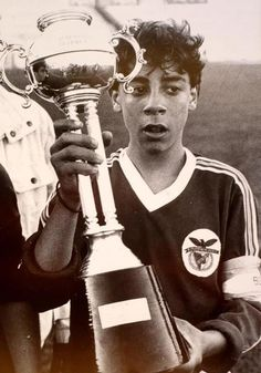 Rui Costa - Footbal player in SLBenfica - Lisbon - Portugal Good Soccer Players, Football Players, Rui Costa, Boys Day, Soccer Poster, Sports Clubs, Ac Milan, Champs, Kids Playing