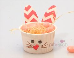 Hallo Osterhase - make your own easter rabbit from candy cups -