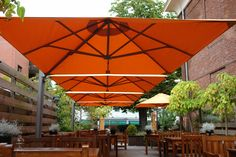 PROSTOR P6 parasol. Under the shade at lunch. Terrace. Outside terraces restaurant. #squareparasol #terrace #parasol horeca