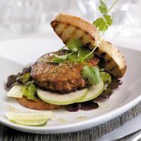 Thaiburger - En lett burgervariant med kyllingkjøttdeig og smaker fra thai-kjøkkenet.