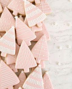 I'm dreaming of a pink Christmas . Christmas Tree Cookies, Pink Christmas Tree, Last Christmas, Cute Cookies, Holiday Cookies, Christmas Baking, Christmas Tree Decorations, Pink Cookies, Pink Trees