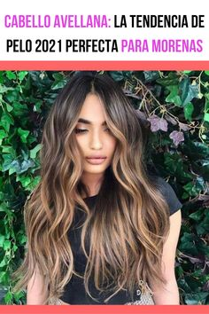 Si estás buscando un nuevo tinte para iniciar el 2021 con un cambio de look chic y súper moderno, hoy te recomendamos el tinte avellana: la tendencia de pelo 2021 perfecta para morenas. Descubre de qué se trata. Cabello avellana. #tintesdecabelloparamorenas #tintesdecabello #tintesdepelo #tintesdecabellodemoda Balayage Hair Caramel, Hair Color Caramel, Brown Hair Balayage, Brown Blonde Hair, Hair Color Balayage, Balyage Long Hair, Balayage Hair For Brunettes, Caramel Hair With Blonde Highlights, Balayage Hair Brunette With Blonde