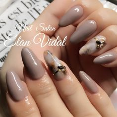 We all want beautiful but trendy nails, right? Here's a look at some beautiful nude nail art. Elegant Nail Art, Elegant Nail Designs, Nail Art Designs, Cute Nail Art, Nail Art Diy, Self Nail, Beige Nails, Simple Nails, Trendy Nails