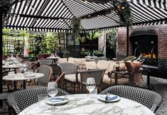 Dine alfresco in one of the best garden restaurants London has to offer this summer. Whichever part of London you are looking for an outdoor restaurant in, find the perfect restaurant with Vogue's guide to London restaurants with a garden Restaurant En Plein Air, Terrace Restaurant, Outdoor Restaurant, Restaurant Design, Restaurant Ideas, Outdoor Seating, Outdoor Dining, Outdoor Decor, Rooftop Terrace Design