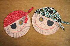 Piráti z papírových tácků Sea Crafts, Kindergarten, Christmas Ornaments, Holiday Decor, Fun, Carnavals, Tips, Christmas Jewelry, Kindergartens