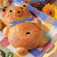 I remember making Teddy Bear Bread- very similar to this but not exact- when I was in 5th or 6th grade... Had a TON of fun... I think that, given Kahlan's love for the kitchen, I'm gonna help her make a batch soon...