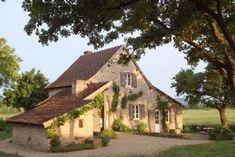 Quiet and self-catering house, 20 km north of Cluny - Champagny-sous-Uxelles Cottage Farmhouse, French Cottage, French Country House, Barn Renovation, Farmhouse Renovation, Gite Rural, Houses In France, Sims House, Cabins In The Woods