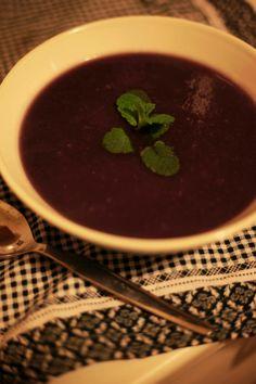 Creme de couve roxa Red cabbage soup Creme, Tableware, Kitchen, Cocoa Cake, Gluten Free Recipes, Oatmeal, Purple, Cuisine, Dinnerware