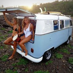 From - Aircooled Volkswagen bus and pretty surfers girls Volkswagen Bus, Volkswagen Transporter, Vw Camper, Vw Caravan, Vw T1, Campers, Camper Trailers, Wolkswagen Van, Sexy Autos