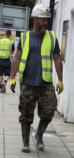 Hi Vis Workwear, Working Men, Mens Attire, Construction Worker, Safe For Work, Work Wear, Overalls, Handsome, Guys