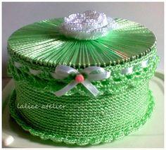 porta joia cd, reciclagem, recycling, cd jewelry case, cd jewerly box Crochet Box, Crochet Chart, Filet Crochet, Irish Crochet, Crochet Motif, Crochet Designs, Crochet Flowers, Crochet Patterns, Diy Crafts With Cds