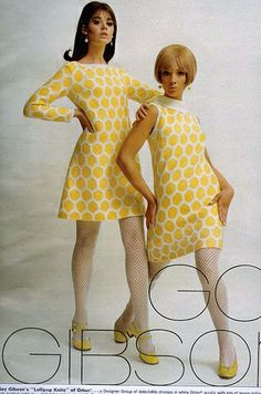 1967 Seventeen Magazine - Colleen Corby and some Twiggy wanna-be. Fashion Mode, Mod Fashion, Vintage Fashion, 1960s Fashion Women, Latex Fashion, Fashion Photo, Fall Fashion, 1960s Dresses, Vintage Dresses