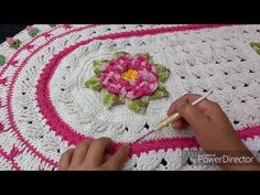 Tapete doçura em ponto trança parte 1 - YouTube Crochet Table Mat, Crochet Curtains, Crochet Videos, Crochet Designs, Floor Rugs, Crochet Flowers, Doilies, Beach Mat, Projects To Try