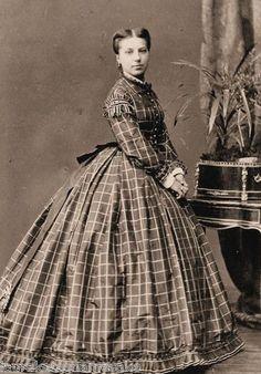 MODA FEMMINILE DA GIORNO 1860