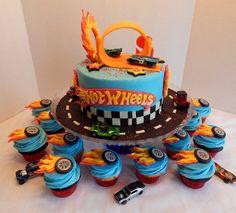 Hot Wheels Party, Bolo Hot Wheels, Hot Wheels Cake, Hot Wheels Birthday, Race Car Birthday, Themed Birthday Cakes, Cars Birthday Parties, Birthday Cupcakes, Boy Birthday