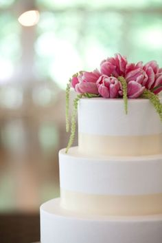 White and cream wedding cake topped with purple tulips- simple and stunning | Lisa Polucci Photography