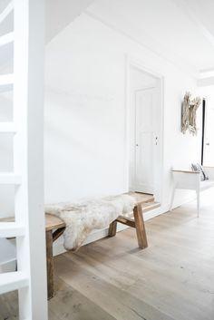 Bench idea for hallway. Minimalist Scandinavian, Scandinavian Style, White Closet, Bench Stool, Large Table, Cute Home Decor, Sale On, White Cabinets, Home Decor Inspiration