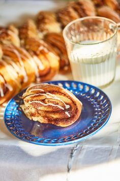 Kanellangd, a svédek szuper kalácsa Ring Cake, Winter Food, Scones, Food Inspiration, Cake Recipes, French Toast, Deserts, Food And Drink, Cooking Recipes