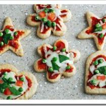 Mini Pizza made with Love! 🙂 Mini Pizza made with Love! Super Healthy Kids, Healthy Meals For Kids, Kids Meals, Healthy Food, Healthy Pizza, Lunch Recipes, Healthy Dinner Recipes, Kid Recipes, Pizza Shapes