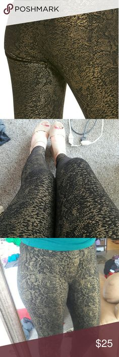 HUE ponte python print jeggings Love love love these! Only worn once or twice, so they're in mint condition! So flattering and a fun alternative to normal jeans! HUE Pants