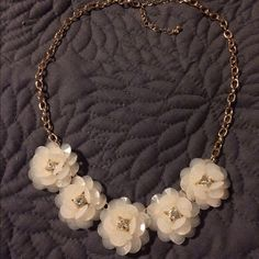 Ivory and Gold Flower Necklace Beautiful, flirty necklace. NWOT, never worn. Merona Jewelry Necklaces