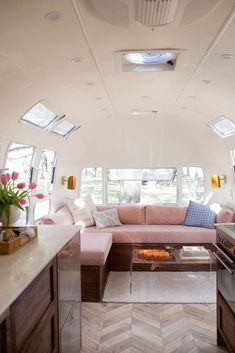 pretty pink velvet sectional in a tiny airstream Airstream Living, Airstream Remodel, Airstream Renovation, Airstream Interior, Vintage Airstream, Trailer Remodel, Airstream Trailers, Trailer Interior, Vintage Caravans