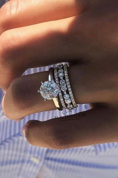 Idée et inspiration Bague De Fiançailles : Image Description 30 The Most Beautiful Gold Engagement Rings ❤️ gold engagement rings solitaire diamond wedding set ❤️ See more: www.weddingforwar… #weddingforward #wedding #bride #engagementrings #...