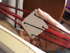 tutorial telar de tarjetas!!!(telar de tablillas.card weaving.tablet weaving)