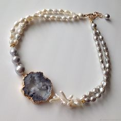 Handmade Wire Jewelry, Resin Jewelry, Pearl Jewelry, Handmade Necklaces, Jewelry Crafts, Beaded Jewelry, Jewelery, Vintage Jewelry, Unique Necklaces