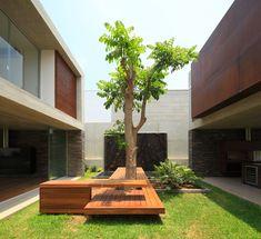 contemporary courtyard at La Planicie House II by Oscar Gonzalez Moix Landscape Architecture, Interior Architecture, Landscape Design, Garden Design, House Design, Concrete Architecture, Casa Patio, Courtyard House, Modern Courtyard