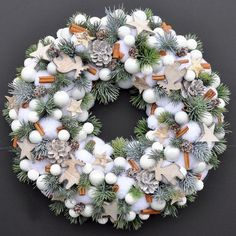 Absolutely love this wreath! Rose Gold Christmas Decorations, Christmas Advent Wreath, Xmas Wreaths, Noel Christmas, Xmas Decorations, Christmas Crafts, Mery Crismas, Decoration Table, Christmas Inspiration