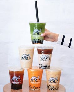 Boba Guys offers premium bubble tea in NYC and San Francisco with many delicious dairy-free options! Bubble Tea, Fun Drinks, Yummy Drinks, Beverages, Extra Petite Blog, Boba Drink, How To Make Ice Coffee, Aesthetic Food, Desserts