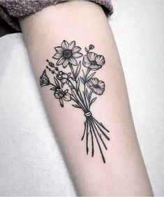 Tattoos immagine su We Heart It Dream Tattoos, Future Tattoos, Love Tattoos, New Tattoos, Body Art Tattoos, Small Tattoos, Floral Tattoos, Unique Wrist Tattoos, Modern Tattoos