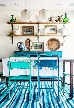Boho Dining Room Decor - How can I make a small dining room look bigger? Boho Dining Room Decor - What is a good color for a dining room? Bright Dining Rooms, Dining Room Colors, Colourful Living Room, Dining Room Design, Dining Area, Small Dining, Dining Chairs, Rustic Home Design, Rustic Decor