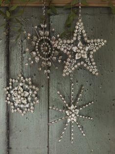 Rhinestone snowflake ornaments #vintagejewelry