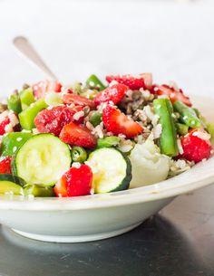 29 days of rice – WIAW + strawberry rice salad – day 15 Rice Salad, Tahini, Vegan Gluten Free, Cobb Salad, Salads, Wordpress, Strawberry, Lemon, Fresh