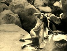 Silent film actress Bessie Love photographed by Edwin Bower Hesser, circa 1919 Marion Davies, Jean Harlow, Classic Hollywood, Old Hollywood, Hollywood Icons, Hollywood Actresses, Dorothy Gish, Love Sites, Stars D'hollywood