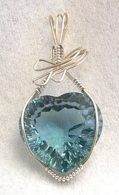 Wire Jewelry Aquamarine heart Jewelry - Aquamarine Heart Jewelry by Linda Ray Bijoux Wire Wrap, Bijoux Diy, Beaded Beads, Beads And Wire, Wire Necklace, Wire Wrapped Necklace, Jewelry Crafts, Handmade Jewelry, Unique Jewelry