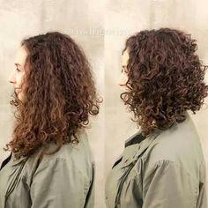 Don't like cut as well Curly Lob, Short Permed Hair, Asian Short Hair, Curly Hair Cuts, Permed Hairstyles, Wavy Hair, Curly Hair Styles, Curly Inverted Bob, Hair Cutting Techniques