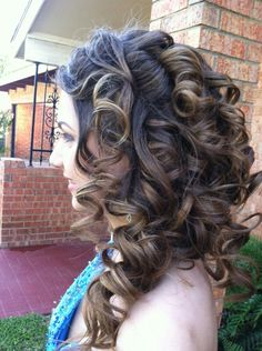 Thick Hair Solutions Just For You Now you might not have any idea on what to do with your big, volumey locks. Stress not, for we have hairstyles for thick Great Hairstyles, Celebrity Hairstyles, Hairstyles Haircuts, Straight Hairstyles, Braided Hairstyles, Big Curls, Balayage Hair, Curly Hair Styles, Braids