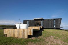 Taiapa Valley Road, Muriwai, belonging to Corban and Alex Walls. New Zealand Herald Photograph by Michelle Hyslop. Public Architecture, Residential Architecture, Exterior Design, Interior And Exterior, The Block Nz, Valley Road, Shipping Container Homes, Cladding, Home Renovation