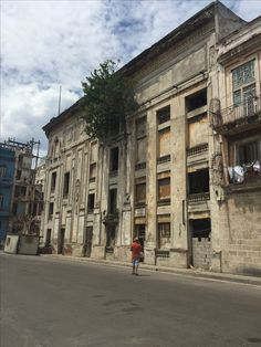 """See 1284 photos from 7511 visitors about beautiful city, vieja, and classic cars. """"Get lost around Plaza de la Catedral with its neo-Baroque palaces,. Cuba, Buildings, Louvre, Street View, Travel, Beautiful, Cuban Cigars, Havana, Viajes"""