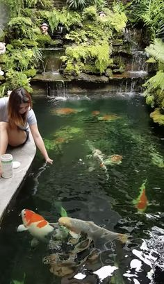 Unusual Fish Pond Design To Beautify Your Home Outdoor Fish Ponds, Fish Ponds Backyard, Indoor Pond, Koi Ponds, Garden Pond Design, Garden Design Plans, Japanese Garden Design, Japanese Koi, Fish Pond Gardens