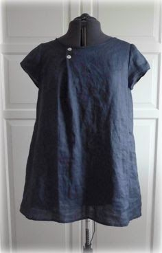 Dark Blue Navy Tunic Dress Irish Linen Short by MyLittleSewingBox interesting idea of eliminating some fullness Linen Blouse, Linen Tunic, Inspiration Mode, Shirts & Tops, Linen Dresses, Mode Outfits, Sewing Clothes, Dress Patterns, Beautiful Outfits