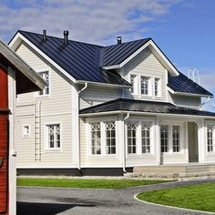 Bildgalleri - Teri-Hus House With Porch, House Front, Little Green House, England Houses, Future House, House Plans, Sweet Home, Villa, Cottage