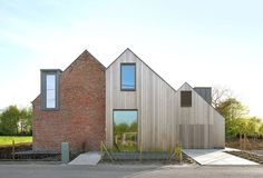 Atelier Tom Vanhee adds pair of gabled extensions to brick farmhouse in Belgium Roof Architecture, Residential Architecture, Contemporary Architecture, Architecture Renovation, Contemporary Building, Contemporary Landscape, Farmhouse Renovation, Farmhouse Remodel, Contemporary Cottage